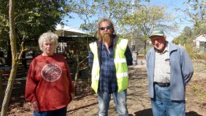 Pam Dutschke & Murray Sauer, Eudunda Gardens Volunteers talk with Regional Council of Goyder Works Manager Lee Wallace about Water and Vandalism.